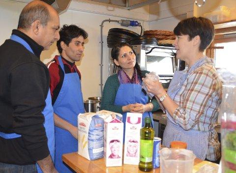 Matglede: Det å lage og spise mat sammen skaper matglede. Det ønsker Pereidon, Shirzad Imal og Farzaneh å skape mer av på Ringsaker flyktningmottak.