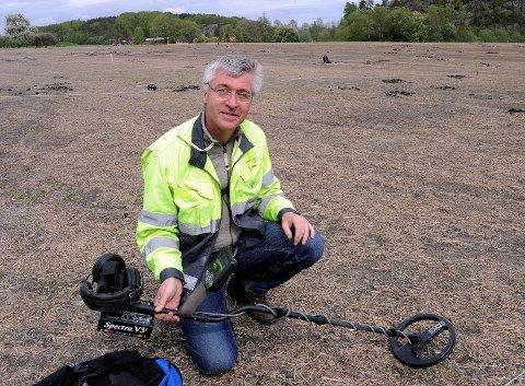 Prosjektleder  Professor Jan Bill. ved Kulturhistorisk Museum  Leter på jordet 500 meter syd for Gogstadhaugen, Heimdal