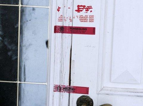 Etter å ha foretatt flere ransakinger, har politiet plombert huset til enken.