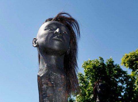 PÅ STAKE: Skulpturene Ane Sommerstad nylig satte opp i Nansenparken på Fornebu, får turgåere til å føle ekkel avsmak og ubehag.¿ FOTO: ANETTE ANDRESEN