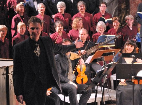 Dirigent Matthias Anger og Kongsberg kantori framførte Bachs Johannespasjon.