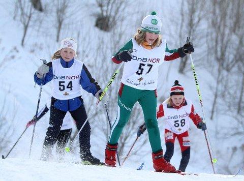 Sigrid Tesaker (Rustad) leder an foran Julie Hansen (BSK) og Ingeborg Lønnum (Årvoll).
