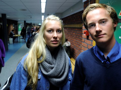 Nestlederne Vetle Børresen (18) og Malin Krå Simonsen (18) i elevrådet ved Frederik II reagerer sterkt på politirazziaen som politiet og skolens ledelse iverksatte torsdag morgen. Foto: Geir A. Carlsson
