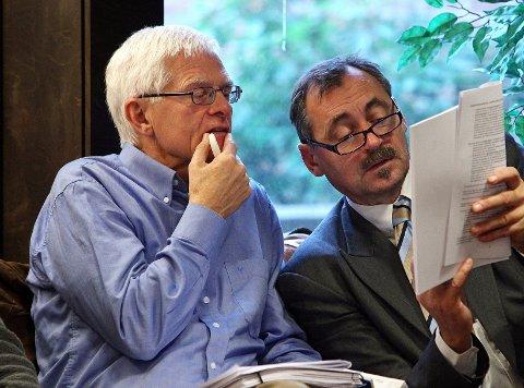 Høyres Kjell Kåsin (til venstre) synes uttalelsene fra partifelle Sverre Alhaug Høstmark er en trist sak. Bildet er fra budsjettbehandlingen i fjor høst.
