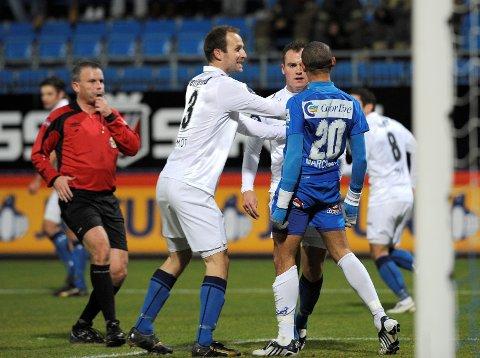 Marciano Jose de Nascimento havnet i heftig debatt med noen Stabæk-spillere i den siste serierunden mot Stabæk 1. november 2009. Dommer Roy Helge Olsen (til venstre) sier han aldri hadde mistanke om at utfallet av kampen skulle kunne være fikset.