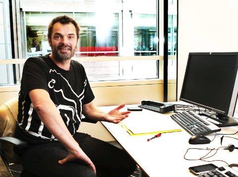 Leder i Norsk Pasientforening, Knut Fredrik Thorne mener det er spesielt stor risiko for at psykiatriske pasienter tar livet sitt eller skader seg i helgene. Det skyldes blant annet at i mange tilfeller blir ikke risikoen for selvmord vurdert godt nok før pasienter sendes hjem på helgeperm.