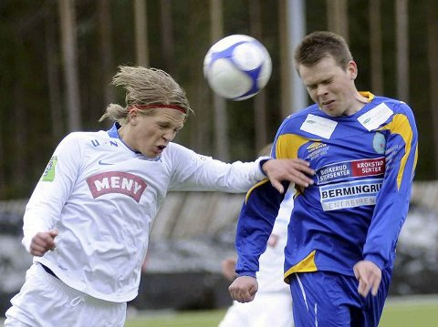 Simen Amundsen (t.v.) og Drammen Fotballklubb slo Marius Jøranlid og Birkebeineren i første serierunde. DFK tror sjansene er størst til å ta en ny seier mot IBK, og stiller med det beste laget mot IBK. Mot Hønefoss i dag blir det bare spillere fra Drammens 2.-, 3.- og 4. lag.