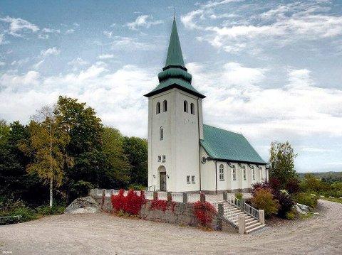 Hus med utsikt Det er ikke hver dag at en kirke legges ut til salg. Nå kan Munkedal kapell bli bolighus. Giganttomt og kirkeklokke følger med. Alle foto: Frida Ankerson