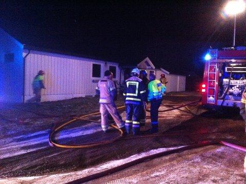 Det brøt ut brann i et bolighus i Østre Brumund tirsdag ettermiddag.