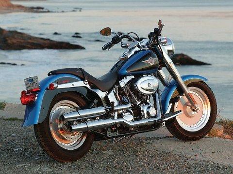 Mistanke Høyt pengeforbruk gjorde at politiet fattet mistanke til at 48-åringen igjen var involvert i narkotikasalg i stor skala. Blant annet kjørte han rundt på en slik Harley Davidson Fat boy. Nå må han tåle inndragning av 150.000 kroner og en kostbar båt forbindelse med dommen.