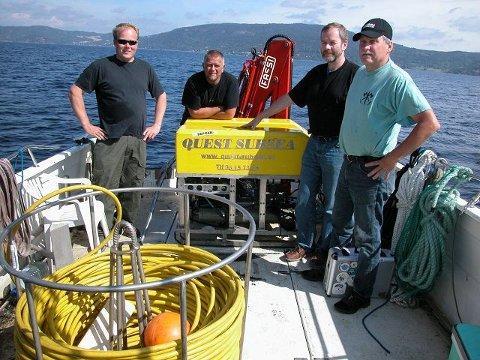 LETEMANNSKAP. Fire medlemmer av teamet som lokaliserte og filmet dampskipet Fram. Fra venstre Tore Lien, Vidar Jordal, Morten Frogner og Olaf Olsen. FOTO: KAI GARSEG