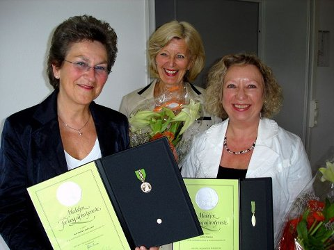 Aud Eli Thjømøe og Brit Bødtker Andreassen tildelt Norges Vels fortjeneste medalje for lang og tro tjeneste av Administrerende direktør ved Briskeby, Vigdis Lygren.