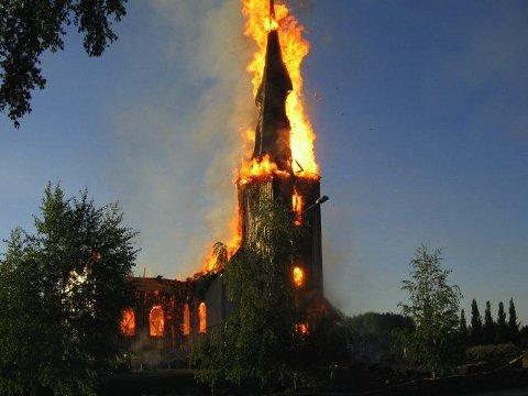 TRAGISK: Våler kirke brant ned til grunnen natt til 29. mai 2009.