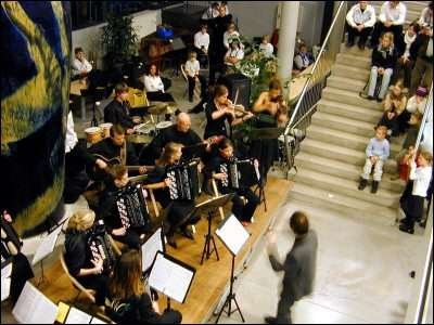APPLAUS: Moss Spellemannskompani åpnet naturlig nok sin egen nyttårskonsert og høstet takfast applaus for sin tolkning av blant annet Astor Piazollas «Libertango». Otto Kiss dirigerer.