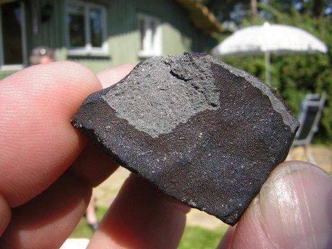 Denne meteoritten er over fire milliarder år gammel, og endte sin ferd ved utedoen til Ragnar Martinsen.