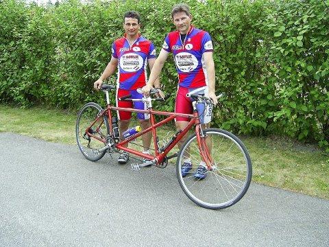 TANDEMSYKKEL: Sammen med piloten Øystein Lægreid (til høyre) håper Bedir Yiyit å komme til Paralympics i Beijing i 2008. Men da håper de også å kunne skifte ut denne tursykkelen med en konkurransesykkel. (Foto: Privat)