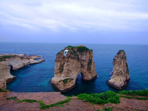 Pigeon rocks er den mest berømte naturattraksjonen i Beirut. Om sommeren kan du ta en båttur rundt steinene og også ta en titt inn i de mørke hulene.