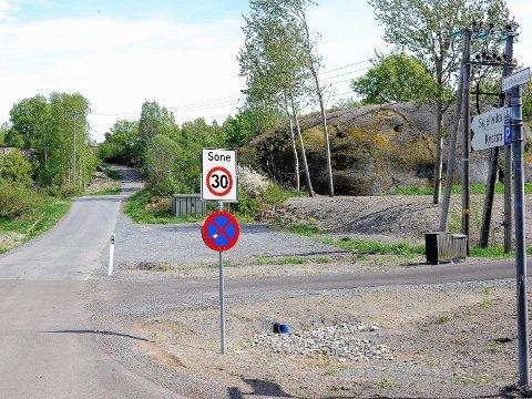 Planområdet starter ved Østerøyveien og veien mot Skjellvika.