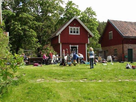 ÅPENT: Bakkeløkka gård åpner stabburs- og stalldørene på søndag.