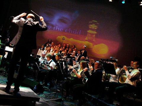 uforglemmelig: Dirigent Sverre Stakston Olsrud dirigerte orkester, vokalister og kor.