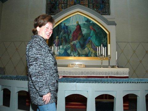 GIR SEG: Merete Kavli gir seg som sokneprest i Elverum og Heradsbygd for å begynne på Nes på Romerike. – Det har med familie og røtter å gjøre, forklarer hun. (Foto: Kristin Søgård)