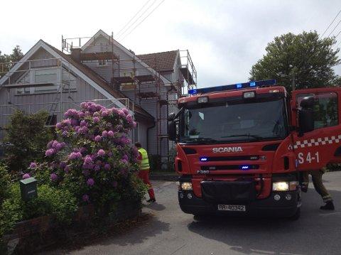Brannvesenet rykket ut til Preståsveien 1, men de kunne konstatere at det ikke brant i huset da de ankom.