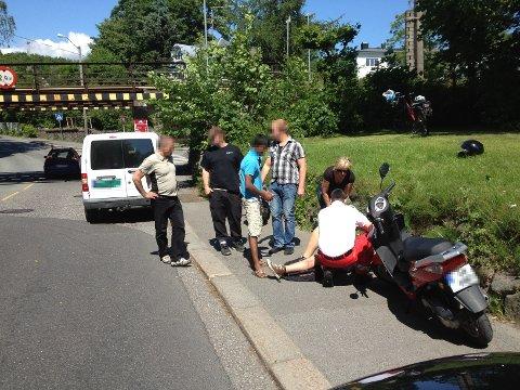 Mopedføreren mottok medisinsk hjelp på stedet.