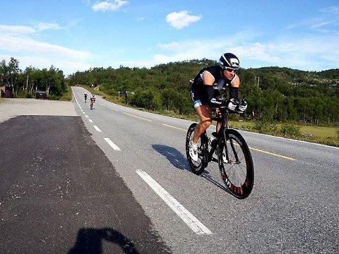 Lars Petter Stormo kjempet seg i mål til en andreplass i Norseman-konkurransen.