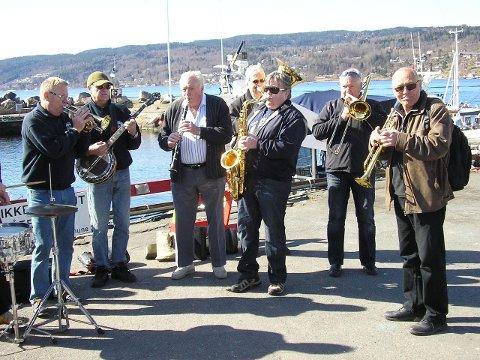 Drøbak båtforenings cabinorkester er gode venner av gladjazzen.