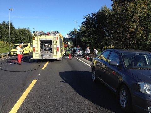 To biler frontkolliderte på E16 ved Rud fredag ettermiddag.