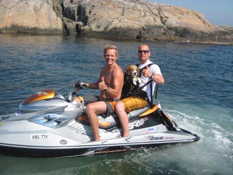 Talsperson for vannscooterførerne, Carl Jacob Johansen (til venstre i bildet), er ikke overrasket over ESAs konklusjon om at det norske forbudet mot vannscoterkjøring er forbudt.