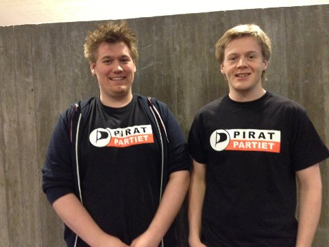 Michael A. Lundsveen (T.V.) er nyvalgt kaptein og Torbjørn Jørgensen nyvalgt styrmann i det nystiftede partiet Østfold Piratparti.