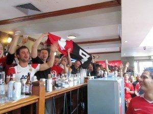 På Manchester Uniteds supporterpub står stemningen som regel i taket. Så populær er puben at man må være der minst fire timer før kamp for å slippe altfor lang kø.
