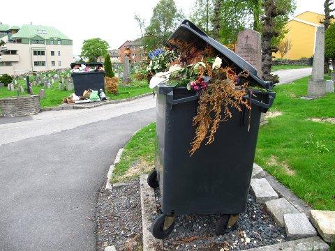 Det er Moss drift og anlegg som utfører søppeltømmingen på kirkegårdene i Moss.