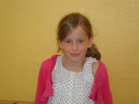 Sanne Agate Frydenlund (2.klasse): Jeg leker noen ganger gjemsel og jeg liker å leke med Barbie dukker.