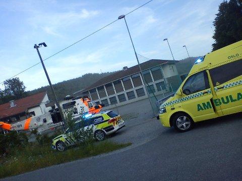 Onsdag kveld kjørte en bil av veien i Nordre Frogn. Med store smerter ble sjåføren sendt til Ullevål med helikopter, mens passasjeren ble sendt i ambulanse.
