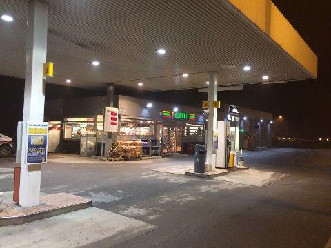 Enorm Østlendingen - Bensinstasjon i Hamar ranet med skytevåpen av mørk XN-95