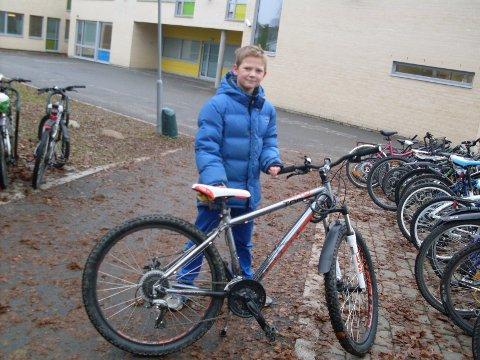 Anders har sjekket sykkelen sin og smurt den før vinteren setter inn