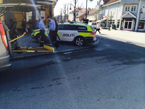 En rullestolbruker ble påkjørt i Storgata mandag ettermiddag.