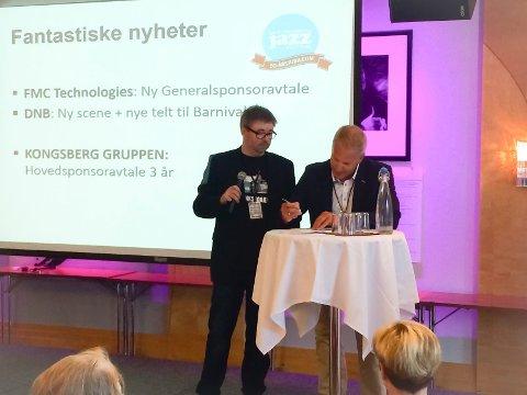 Bildetekst: Festivalsjef Kai Gustavsen (t.v) er svært glad for at konsernsjef i KOG Johnny Løcka signerte sponsoravtalen foran byens næringsliv. Foto: Per Skøien