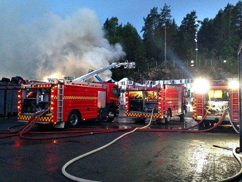 Konsekvensen av de mange avfallsbrannene denne sommeren er at brannvesenet innfører strengere kontroller på mottakene. Det gjelder ikke minst ved bedriften Revac i Re, der det har vært flere branner i juli og august.