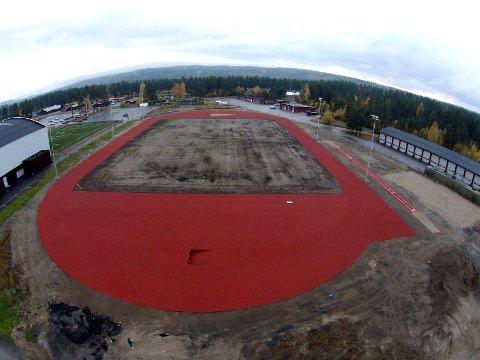 Sju meter avvik: Friidrettsbanen ved Terningen Arena skulle vært 400 meter. En kontrollmåling viser at den er sju meter for kort.