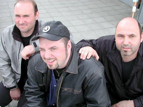 GODE KAMERATER: «Walking» er tilegnet Lars Oddbjørn Vad (i midten). Til venstre Per Inge Stensletten og broren Johnny.