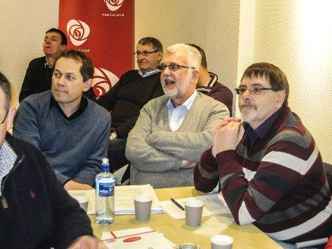 Partiveteranen Erik Roth Nilsen (i midten) var blant de mange som møtte opp på Moss Aps nominasjonsmøte tirsdag kveld.