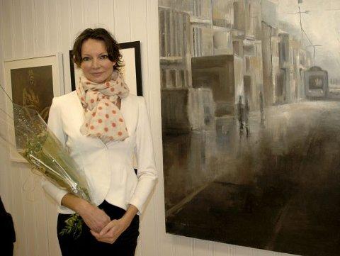 LOKAL: Karoline Kaaber ved sitt bilde «1000 kisses» på årets telemarksutstilling.