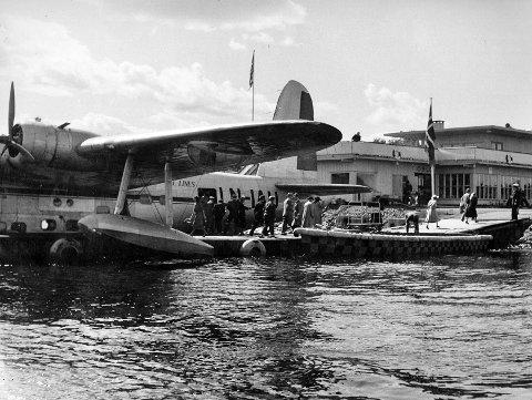 HISTORISK: Sjøflyhavna slik den fremsto i 1949. I forgrunnen sjøflyet «Bamse brakar», av typen Short S-25 Sandringham 6. FOTO: SAS MUSEET/SAS HISTORIELAG