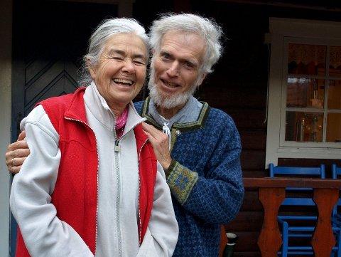 Slitesterkt ekteskap: I dokumentaren «En prest og en plage» kommer vi tett på Børre Knudsen og kona Ragnhild. De lever i en hytte i Balsfjord i Troms. Foto: Filmweb