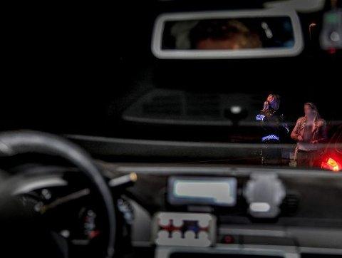 23:02. Politiet får mistanke om promillekjøring i Røyken, og stopper en kvinnelig sjåfør.