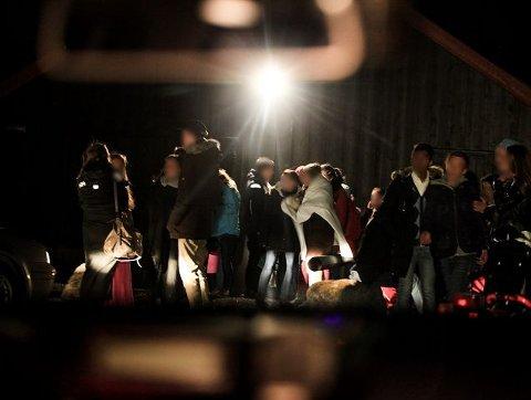 23:50. Da politiet ankom Svangstrand på Sylling hadde festen allerede roet seg ned etter slaget med balltre.
