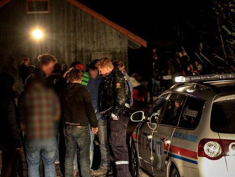 00:04 Ungdommene er, tross beruset tilstand, behjelpelige med å identifisere gjerningsmannen overfor politiet. Sosiale medier er blitt en svært viktig kilde til dette.